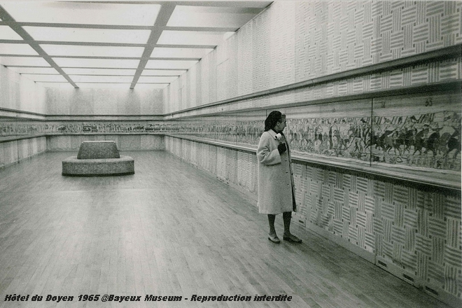 Exhibition of the Bayeux Tapestry at the Louvre in 1945